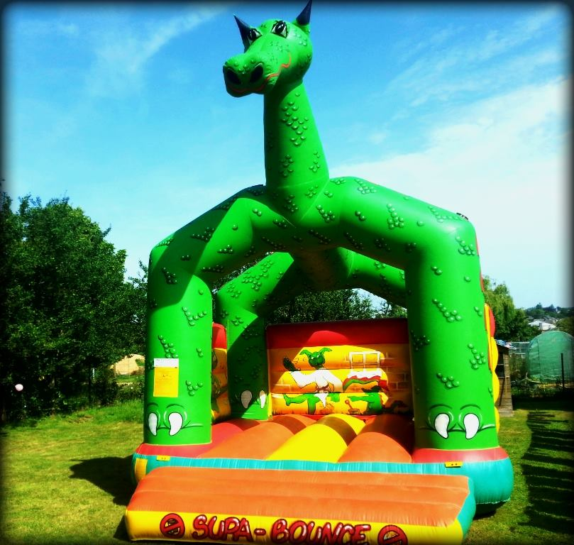 Château gonflable dragon face